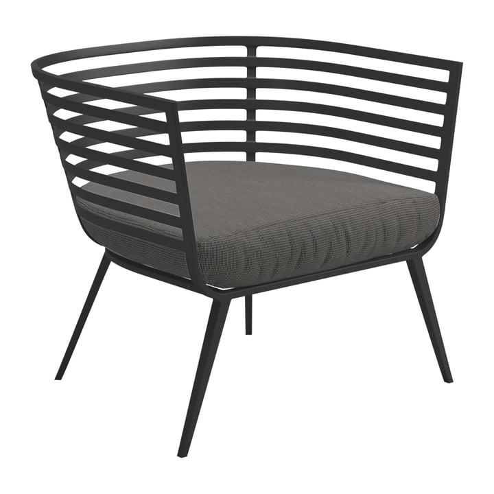 Le fauteuil Vista Lounge Chair de Gloster, piètement météore / revêtement Sunbrella granite
