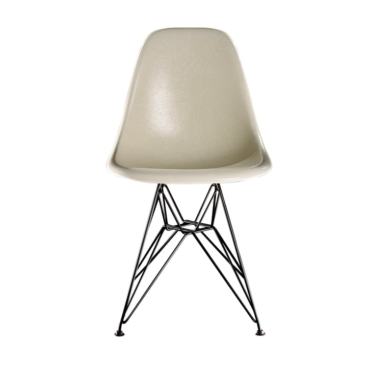 Chaise d'appoint Eames en fibre de verre DSR by Vitra - base sombre / Eames parchment