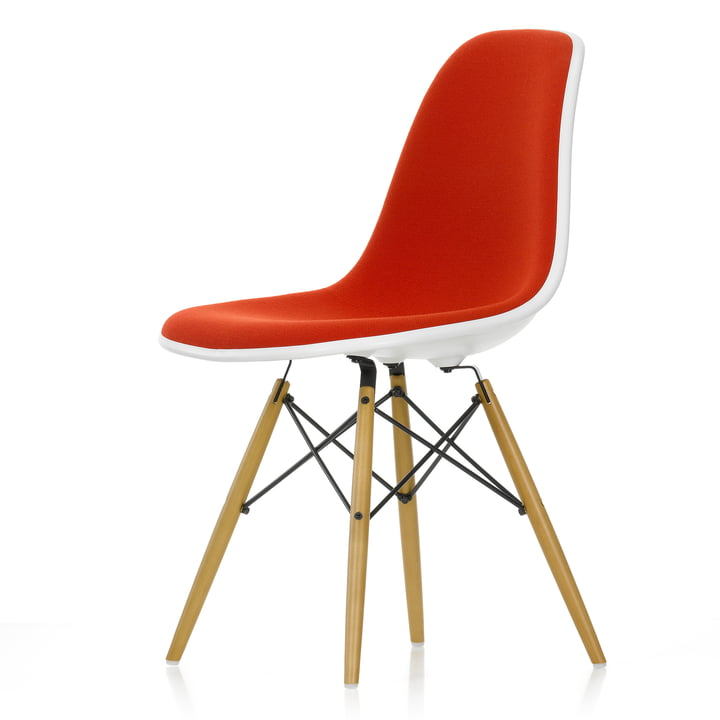 Chaise d'appoint en plastique Eames DSW (H 43 cm) par Vitra en érable jaunâtre / blanc, rembourrage complet Hopsak rouge/cognac (96), feutre de planeur blanc