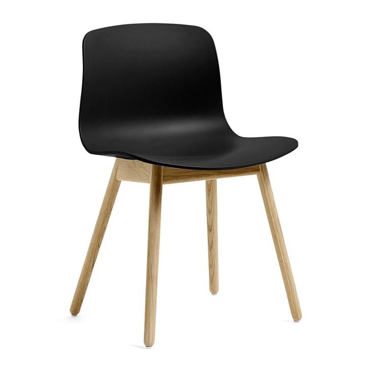 A propos d'une chaise AAC 12 by Hay en chêne laqué mat / noir