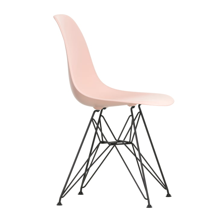 Chaise Eames Plastic Side Chair DSR by Vitra en version de base rose foncé / rose tendre
