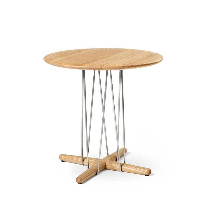 E021 Table d'appoint Embrace, Ø 48 x H 48 cm en chêne huilé / acier inoxydable par Carl Hansen