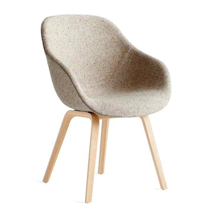 A propos de la chaise AAC 123, chêne laqué mat / Bolgheri LGG60 by Hay