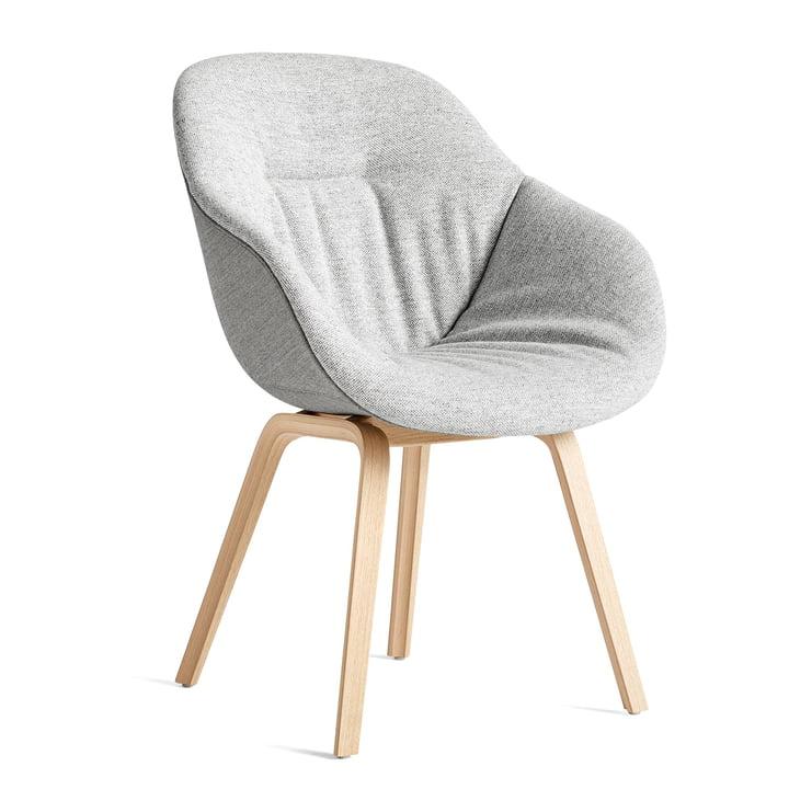 A propos de la chaise AAC 123 Soft Duo, chêne laqué mat / revêtement intérieur Hallingdal 116 / dossier Remix 133 by Hay
