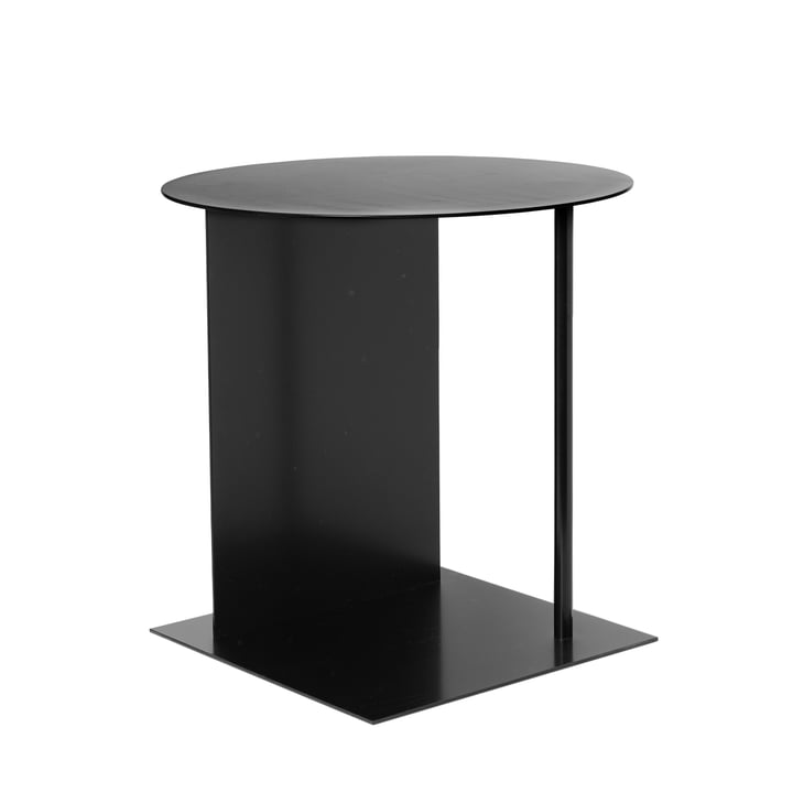 Placez la table d'appoint de ferm Living in black