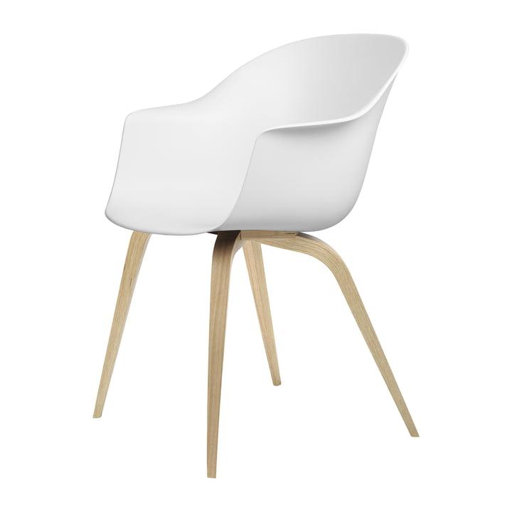Chaise de salle à manger Gubi en chêne laqué semi mat / blanc pur
