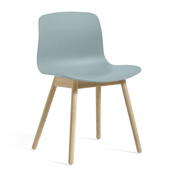 A propos d'une chaise AAC 12 by Hay en chêne savonné / bleu poussiéreux