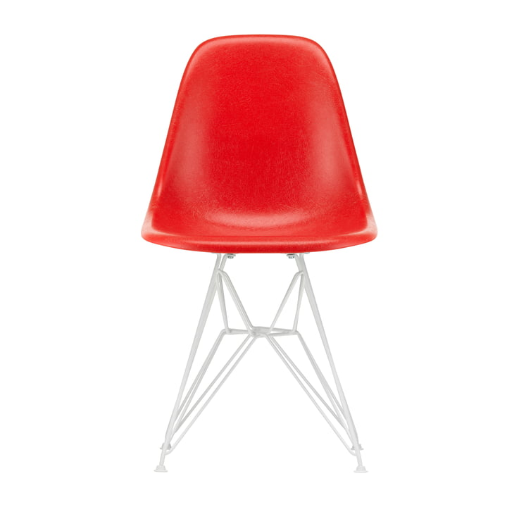 Eames Fiberglass Side Chair DSR from Vitra in white / Eames classic red (feutre glisse blanc)