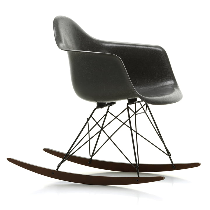 Eames Fiberglass Armchair RAR de Vitra in in maple dark / basic dark / Eames elephant hide-grey
