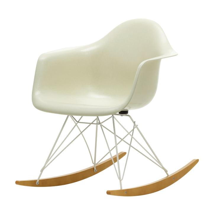 Eames Fiberglass Armchair RAR de Vitra dans érable jaunâtre / blanc / parchemin d'Eames