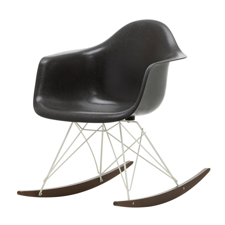 Eames Fiberglass Armchair RAR de Vitra in in dark maple / white / Eames elephant hide grey