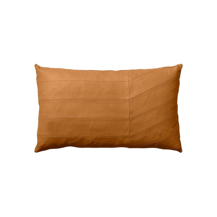 Le coussin Coria, peau de mouton, 50 x 30 cm, ambre par AYTM