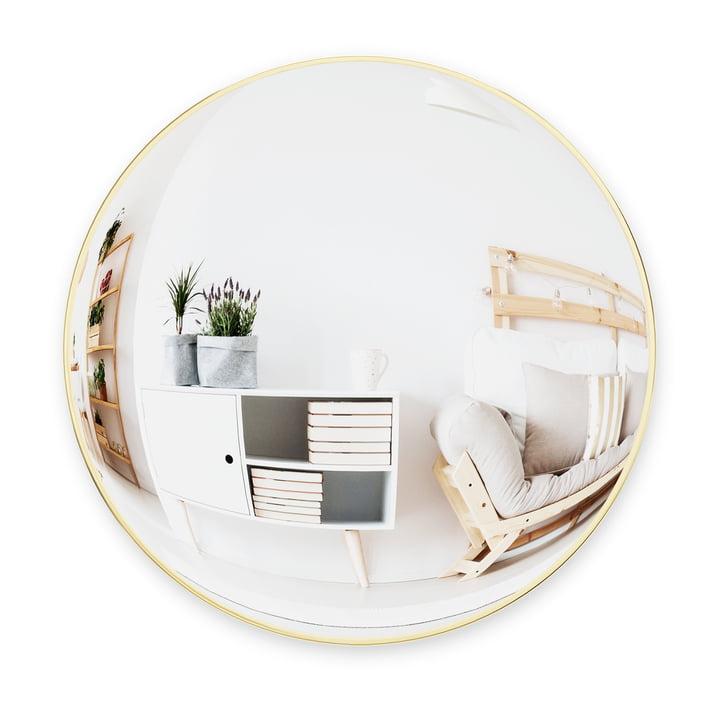 Le miroir mural Convexa de Umbra , Ø 59 cm, en laiton
