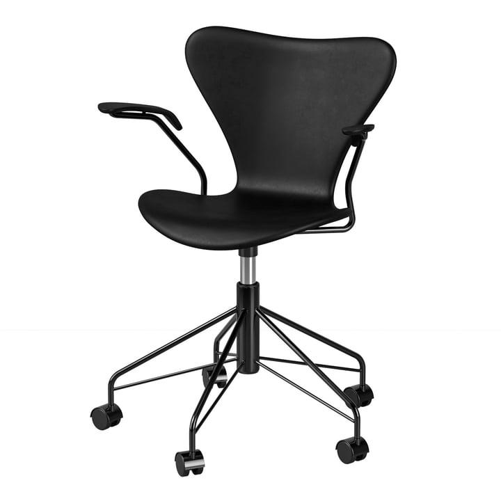 Le fauteuil pivotant avec accoudoirs de la série 7 de Fritz Hansen , noir (édition spéciale)