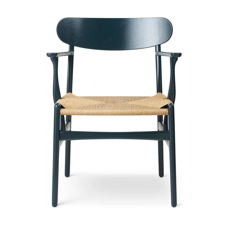 Le fauteuil CH26 de Carl Hansen , mer du nord / nature