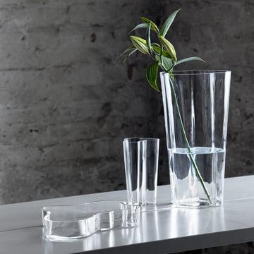 Aalto groupe sur la table avec fleur