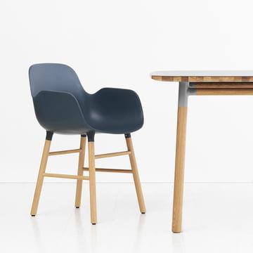 Form Armchair de Normann Copenhagen en chêne en bleu
