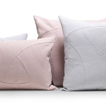 Les coussins Flow de by Lassen en rose et en gris