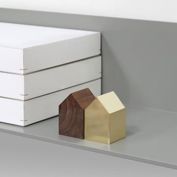 Mélange de matériaux en bois et en laiton