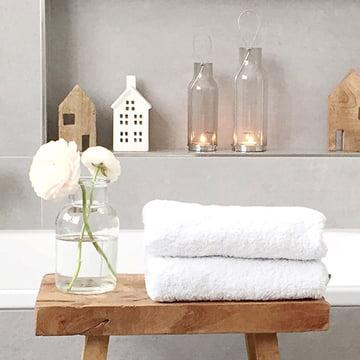 L'armoire robuste Authentics Kali apporte ordre et design dans la salle de bain