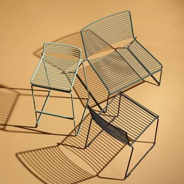 Hay - La chaise pour la salle à manger en noir, le fauteuil bas en vert, et le tabouret de bar en couleur army