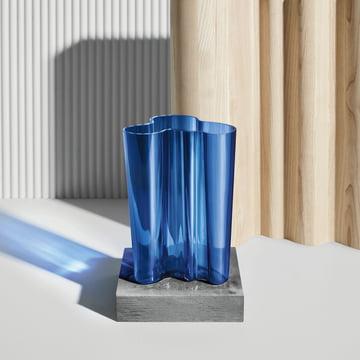 Vase Aalto Finlandia d'Iittala en bleu outremer