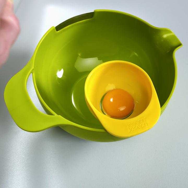 Joseph Joseph - NestMix, saladier vert avec séparateur d'œuf, vue d'en haut