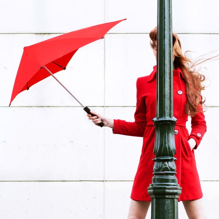 Senz - Collection 2014, femme en rouge avec parapluie