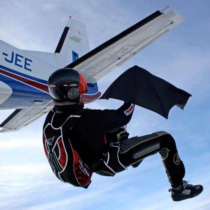 Senz - Collection 2014, saut en parachute avec parapluie