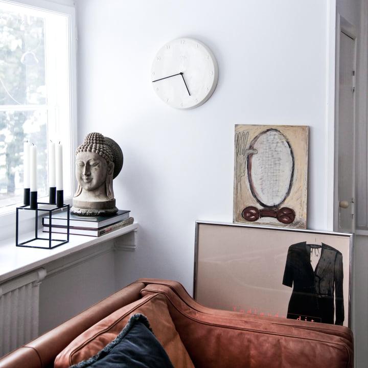 Horloge en céramique avec aiguilles noires