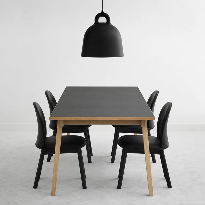Ace Chair en cuir et Slice Table Linoleum avec lampe à suspension Bell