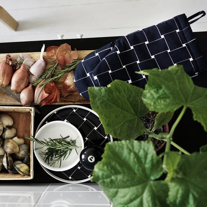 Gant de cuisine et assiette Basket de Marimekko