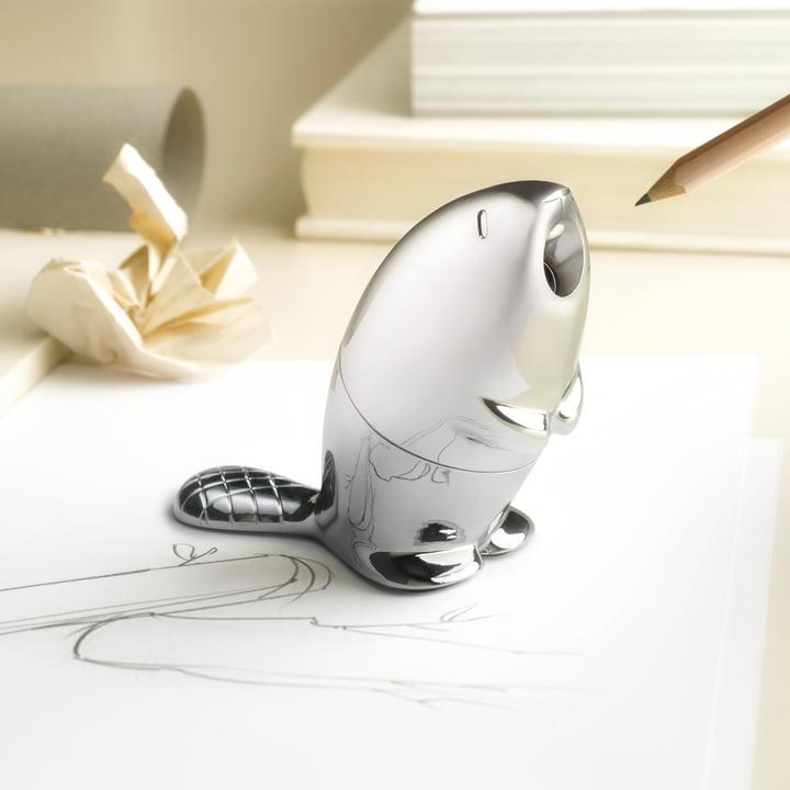 Le taille-crayon Castor par Alessi sur le bureau