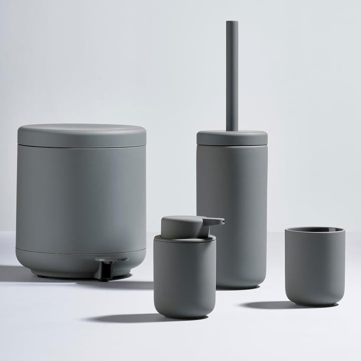 Zone Denmark - Série Ume avec le distributeur de savon, le gobelet à dents, la brosse WC et la poubelle à pédale